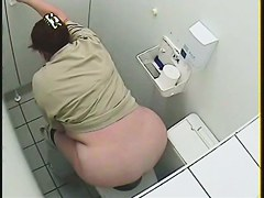 The amateur with the huge ass got pissing on the hidden cam voyeur...