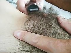 Shaving my hairy muff